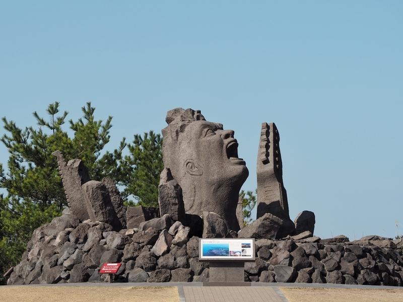 桜島の赤水展望広場にある長渕剛のモニュメント「叫びの肖像」