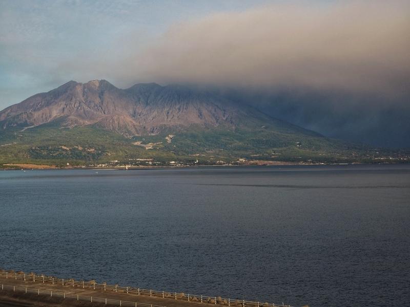 鹿児島市にあるホテル、マリンパレスかごしまから見える桜島