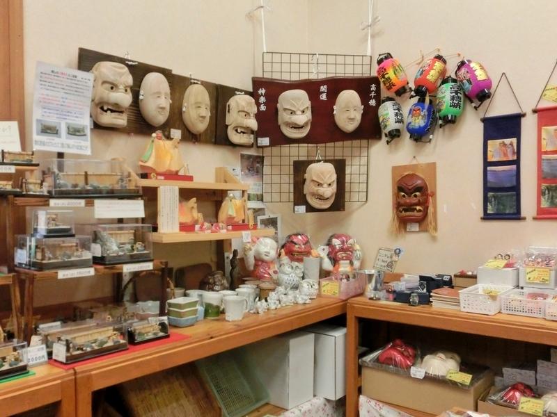 土産物が売っている高千穂の道の駅の店内