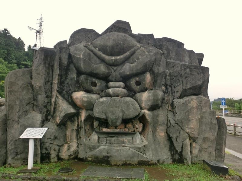 高千穂の道の駅にある『ひむか神話街道』にまつわる大きなモニュメント