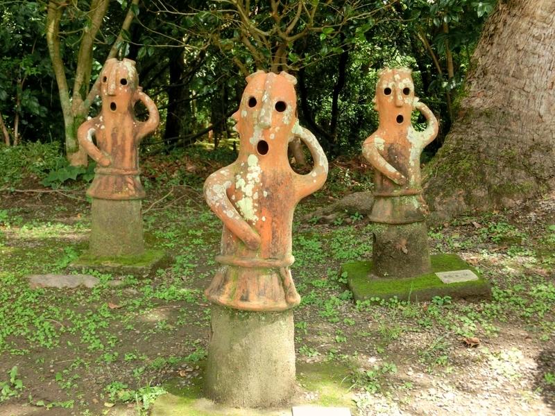 宮崎市の平和台公園にあるはにわ園の愛嬌のある埴輪