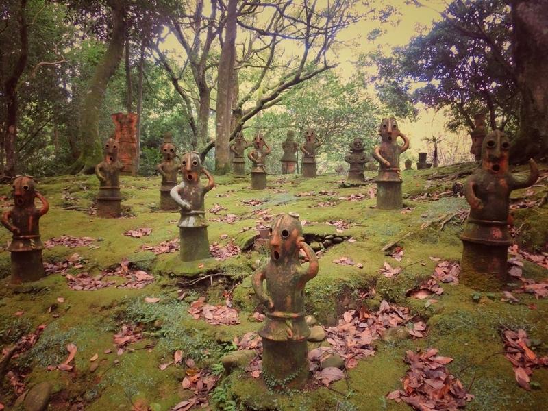 宮崎市の平和台公園にあるはにわ園の無数の埴輪