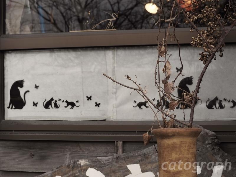 仙巌園内にある猫神神社の隣にある土産物屋「紙ふうせん」。猫をモチーフにしている