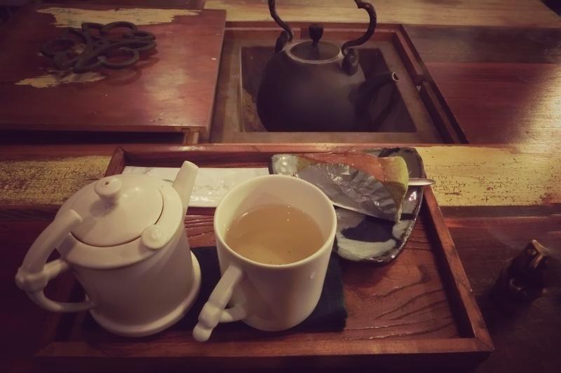 九份(きゅうふん)の茶芸館のお茶とケーキのセット