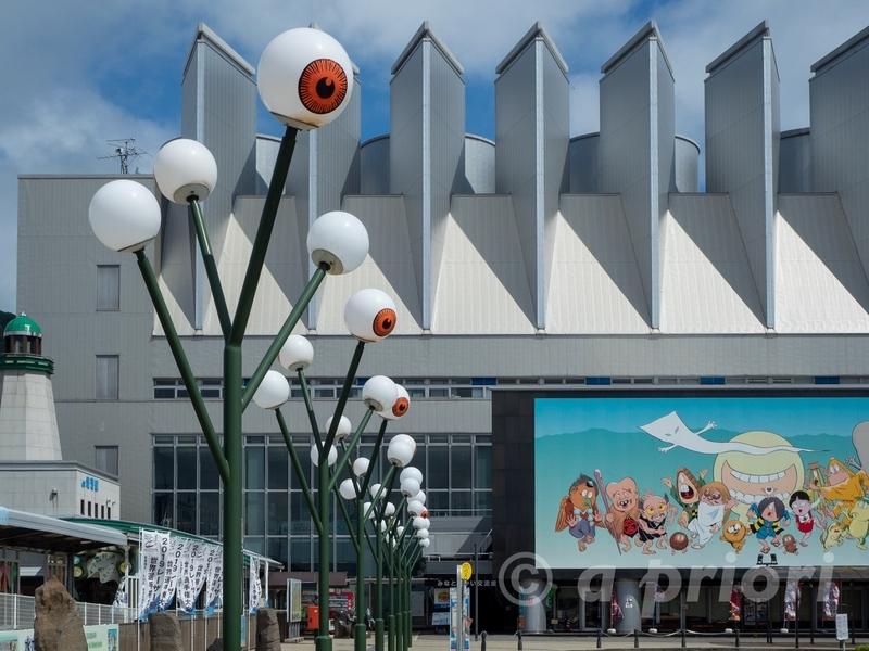 境港駅近くにある目玉おやじの形をした街灯