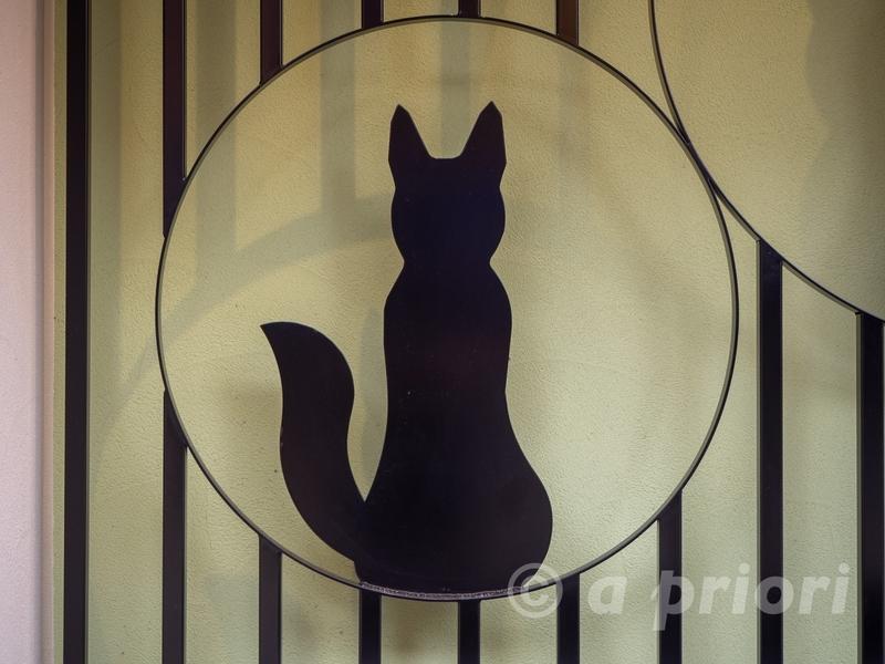愛知県豊川市にある豊川いなり表参道の狐のオブジェ