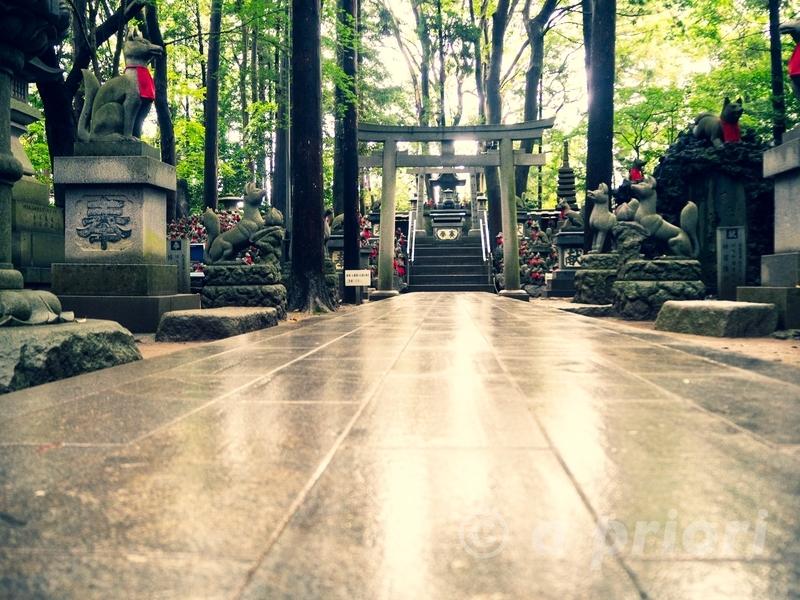 愛知県豊川市にある豊川稲荷の狐塚の鳥居