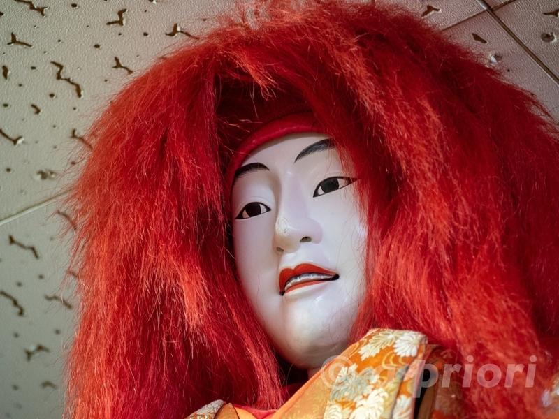 愛知県犬山市にあるからくり展示館の赤い髪の人形