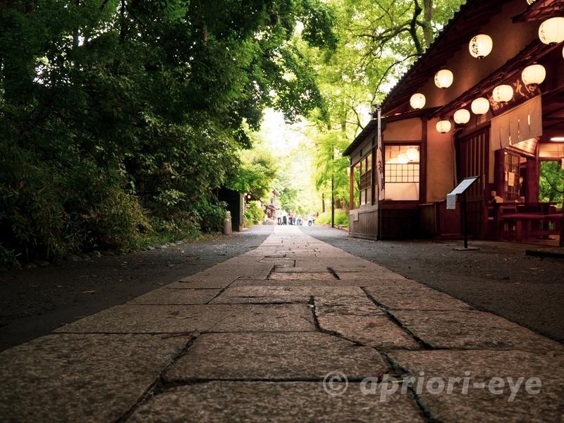 東京都調布市にある深大寺の参道