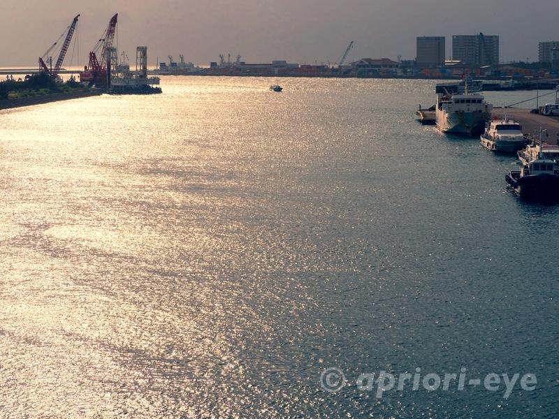 サザンゲートブリッジから見渡した石垣港の様子