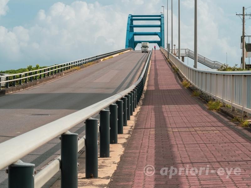 石垣島のサザンゲートブリッジの歩道