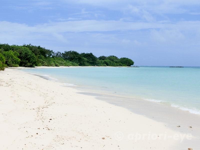 沖縄県八重山の竹富島にある美しいコンドイビーチの海