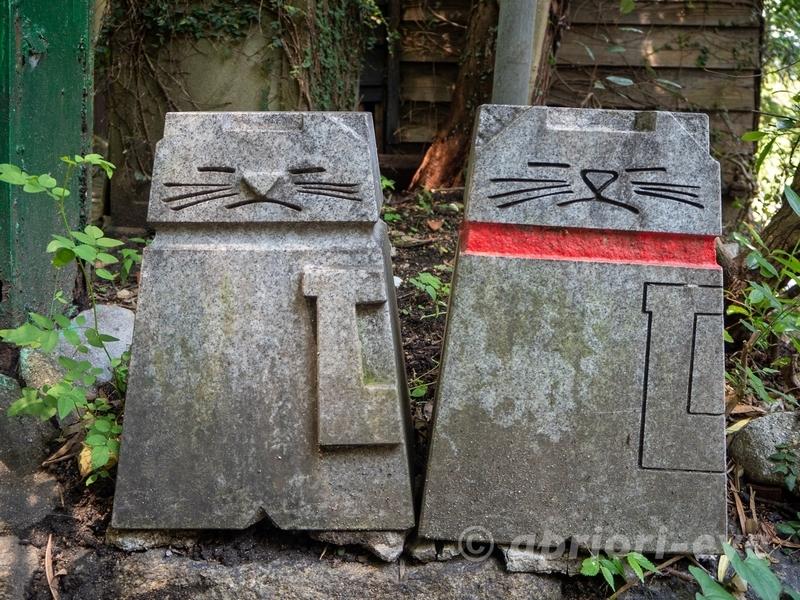 尾道の猫の細道にある2匹の猫の石像