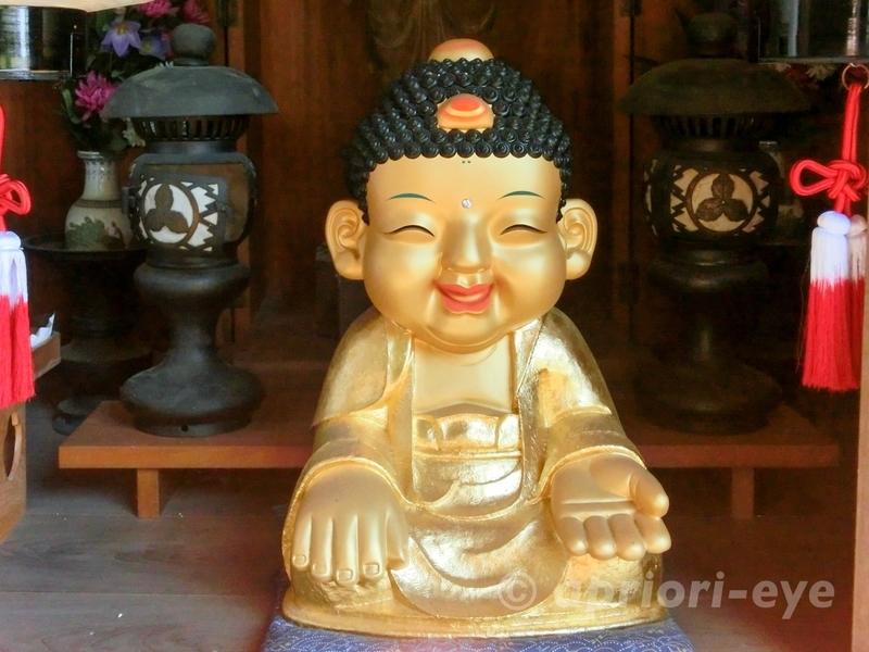 宮島の大聖院にある微笑む黄金の仏像