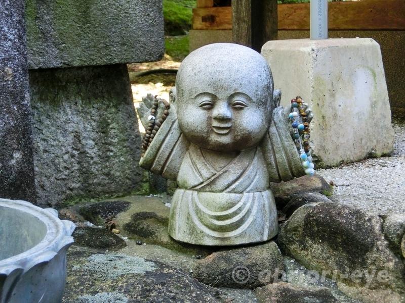 宮島の大聖院にある可愛い僧の石像