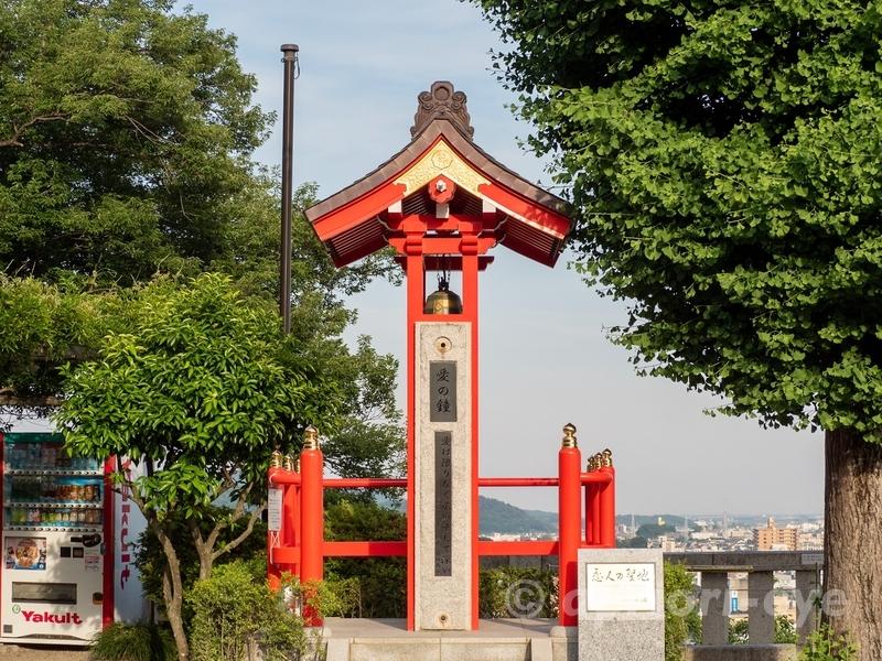 足利市にある足利織姫神社の愛の鐘