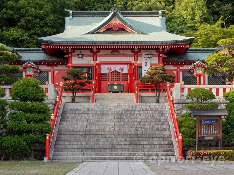 朱色が美しい、竜宮城のような足利市にある足利織姫神社