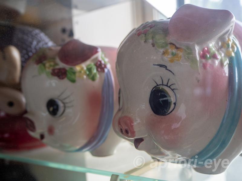 倉敷貯金箱博物館にある昔ながらの豚の貯金箱
