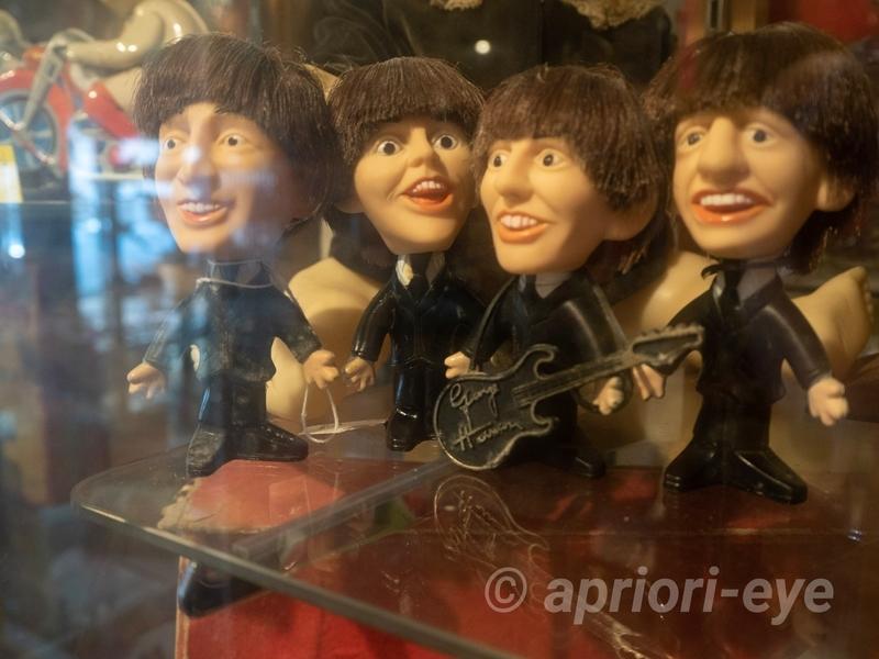 倉敷おもちゃ博物館に展示されているビートルズの人形