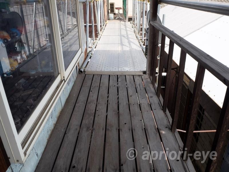 倉敷貯金箱博物館から倉敷犬の資料館へ移動するための屋外に設置された渡り廊下