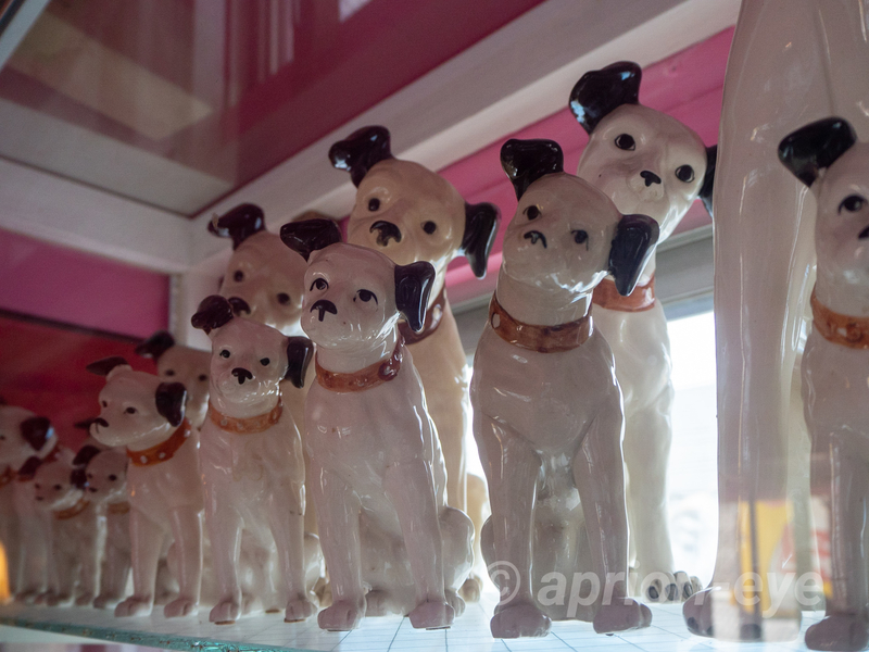 倉敷犬の資料館に展示されているビクター犬の人形