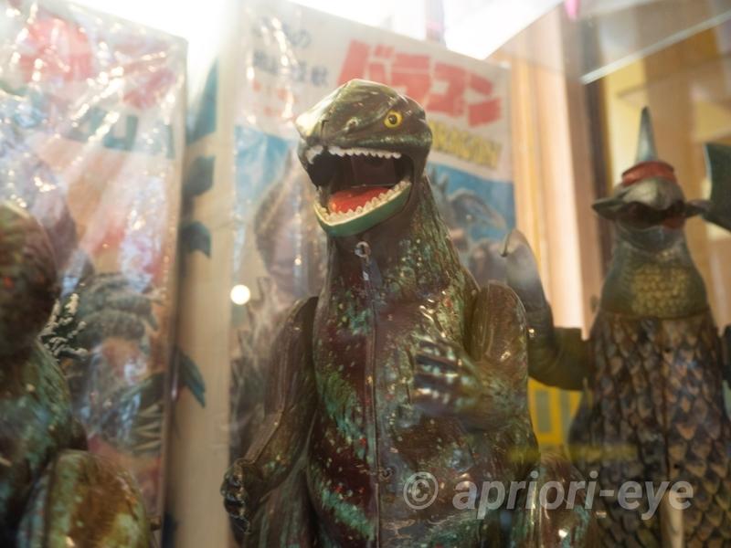 倉敷おもちゃ博物館に展示されている古いゴジラの人形