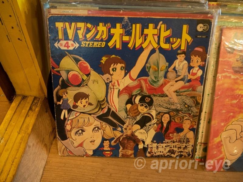倉敷おもちゃ博物館に展示されている昭和時代のアニメの主題歌のレコード