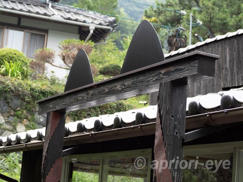 岡山市の招き猫美術館の別館である「Lucky Cats House」の猫の耳の形をした入り口