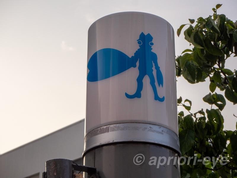 須賀川市の松明通りにあるバルタン星人の街灯