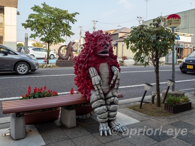 須賀川市の松明通りにある友好珍獣ピグモンのモニュメント