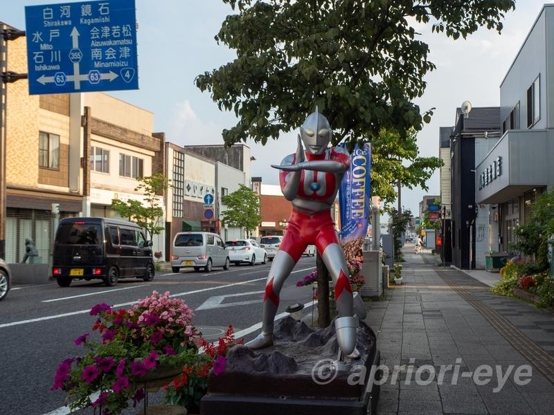 須賀川市の松明通りにあるウルトラマンのモニュメント
