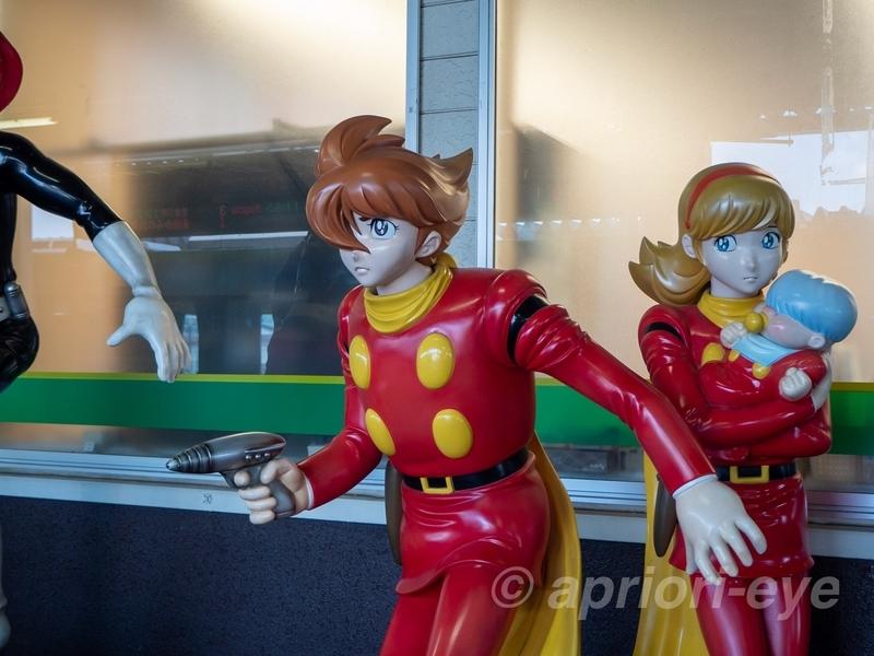 石巻駅構内の展示されているサイボーグ001、003、009のモニュメント