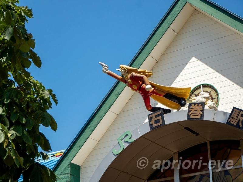 石巻駅の駅舎に飾られているサイボーグ002の人形