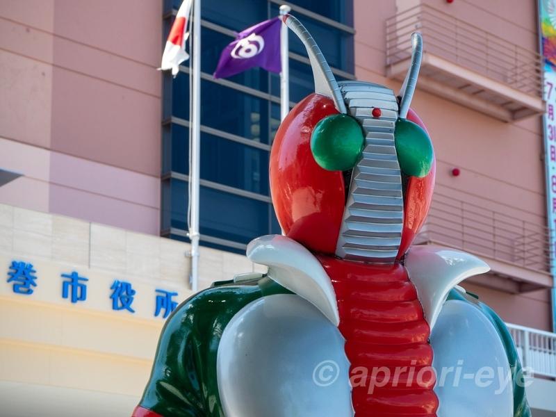 石巻のマンガロードに展示されている仮面ライダーV3のモニュメント