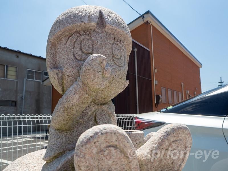 石巻のマンガロードに展示されているさるとびエッちゃんの石像