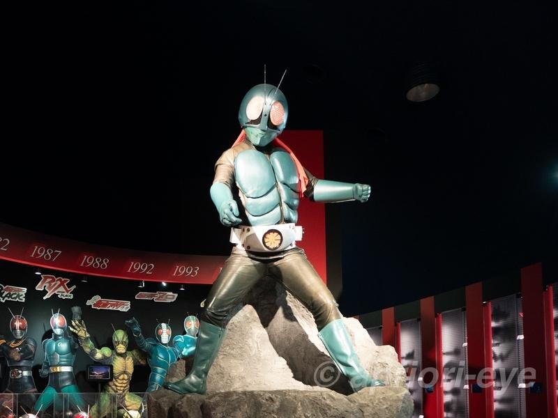 石ノ森萬画館に展示されている初代仮面ライダーの像