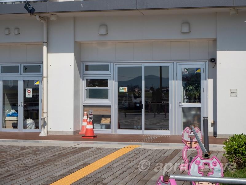 田代島へ行く網地島ラインのオフィス入り口