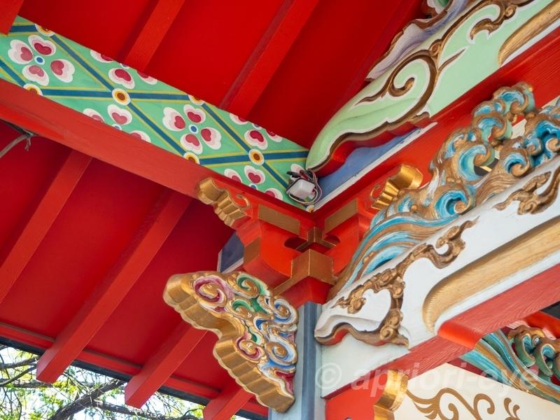 天神 深志神社のきれいな彫刻が施された建物