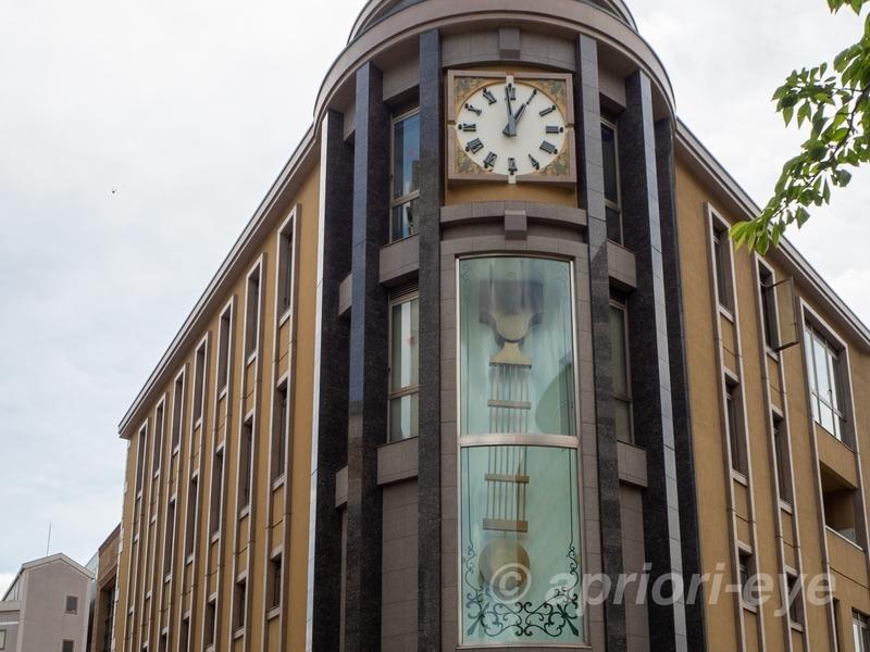 大きな振り子時計がある松本市の時計博物館