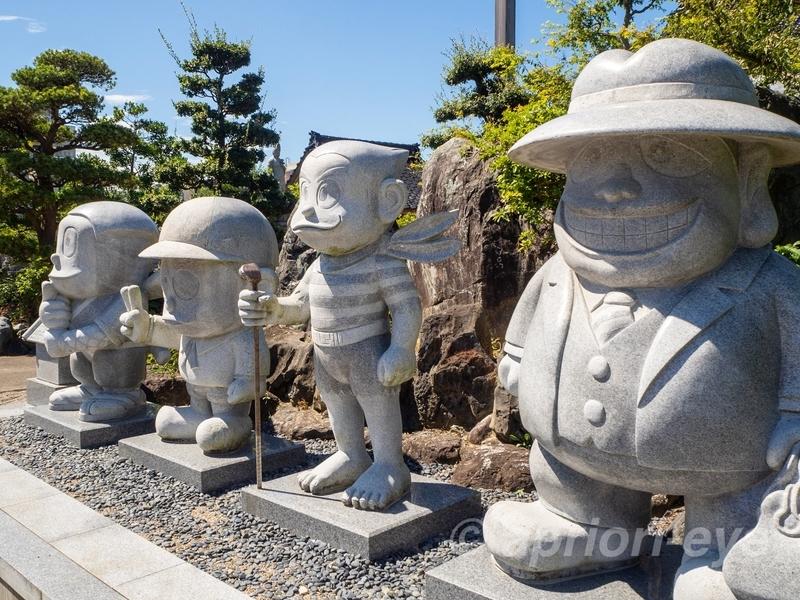 光禅寺にある藤子不二雄Aのキャラクターの石像