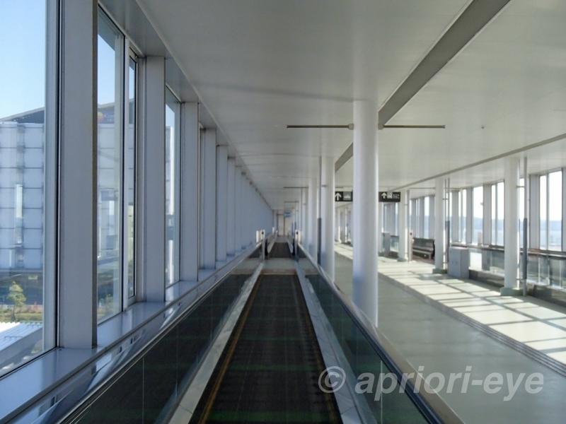 中部国際空港の高速船乗り場へ行く通路