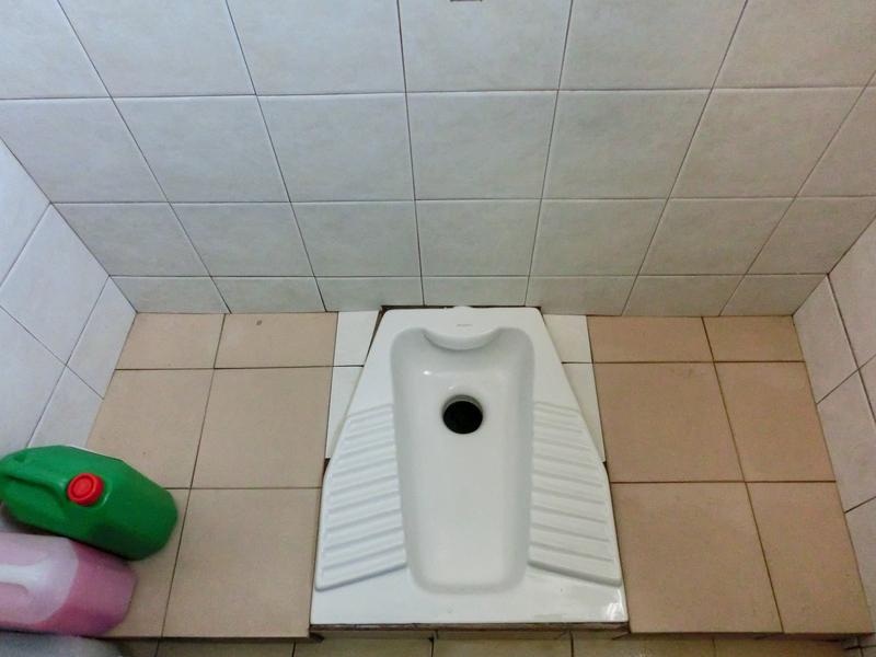 サントリーニ島フィラのバスステーションにあるトイレ