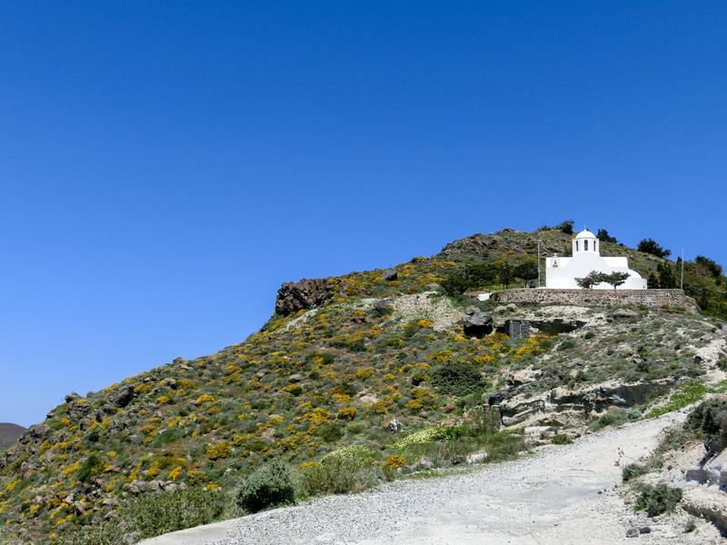 フィラからイアへのハイキングトレイルの途中には所々に教会がある