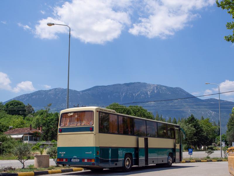 アテネからデルフィ方面へ行く長距離バス