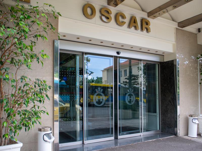 アテネ駅前にあるオスカーホテル正面入口