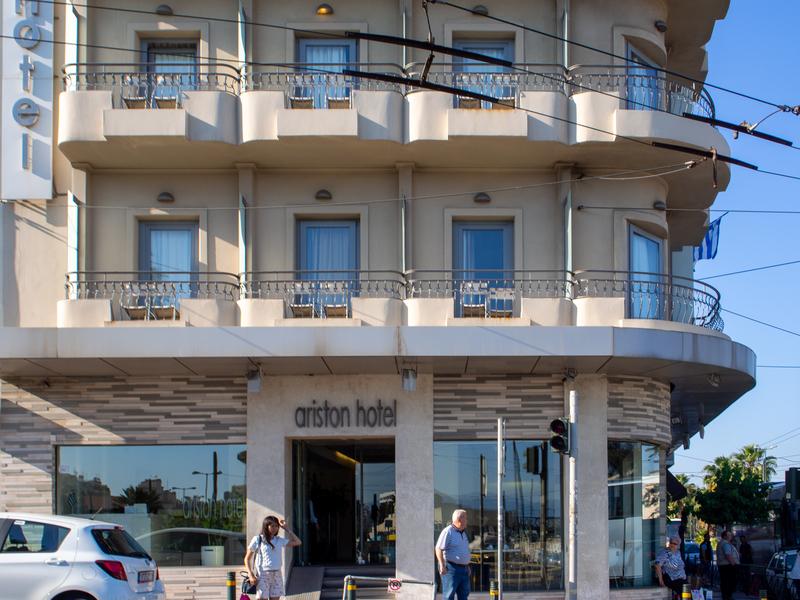 アテネ駅の近くにあるアリストンホテル