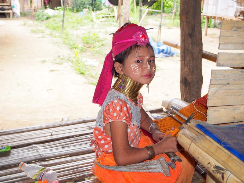 タイ北部のチェンライに住む首長族