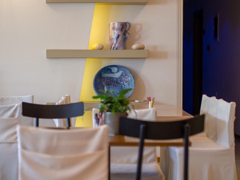 デルフィにあるニディモスホテルの朝食会場