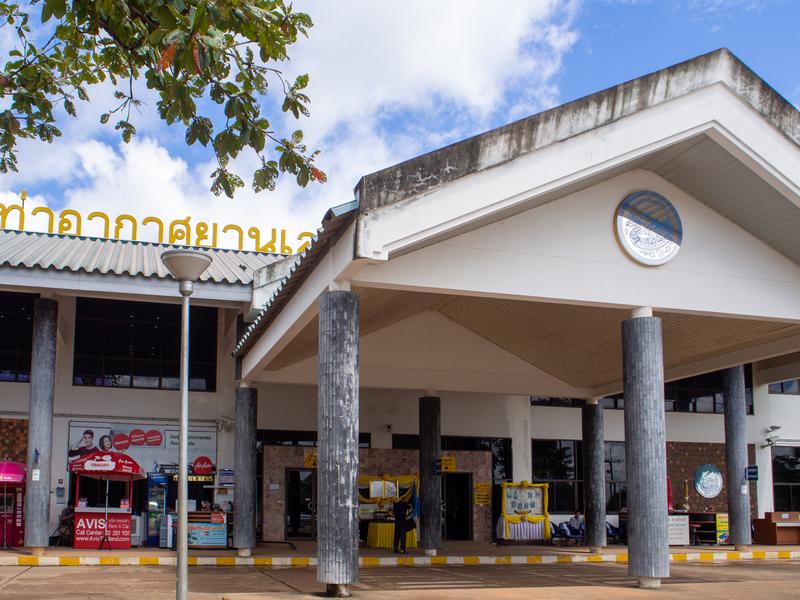 ルーイ空港の建物の正面入口
