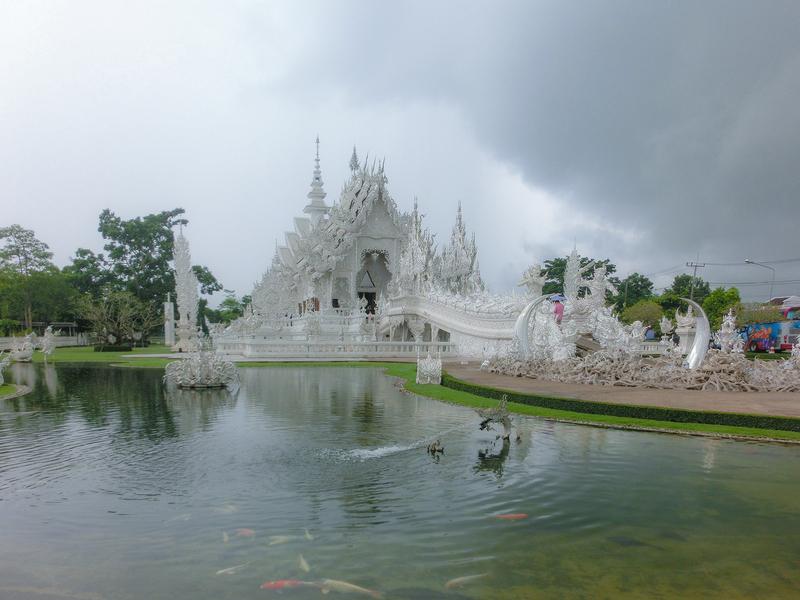 チェンライにあるホワイトテンプル(White Temple)。タイ語の名称はワット・ロン・クン(วัดร่องขุ่น)